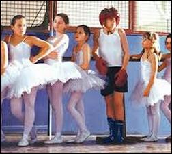 Quel est le titre de cette comédie britannique de 2000 qui met en scène un garçon d'un milieu populaire voulant à tout prix danser ?