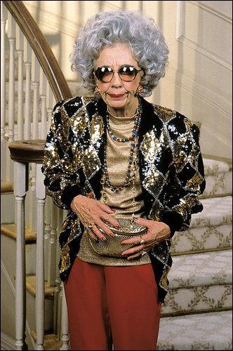 Quelle est la tenue préférée de la grand -mère de Fran, Yetta la fumeuse invétérée ?