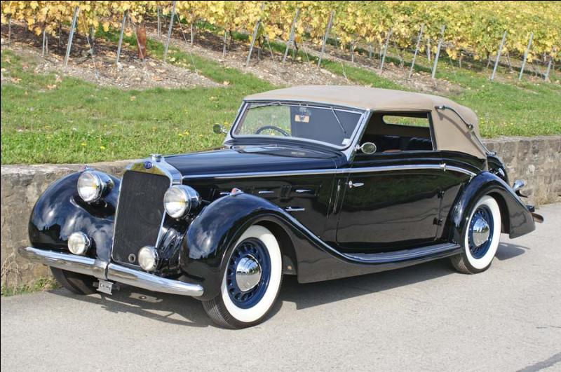 J'espère que les amateurs d'anciennes apprécient cette beauté française. Cette voiture de prestige n'a malheureusement pas survécu au début du 20e siècle. Comment s'appelle-t-elle ?