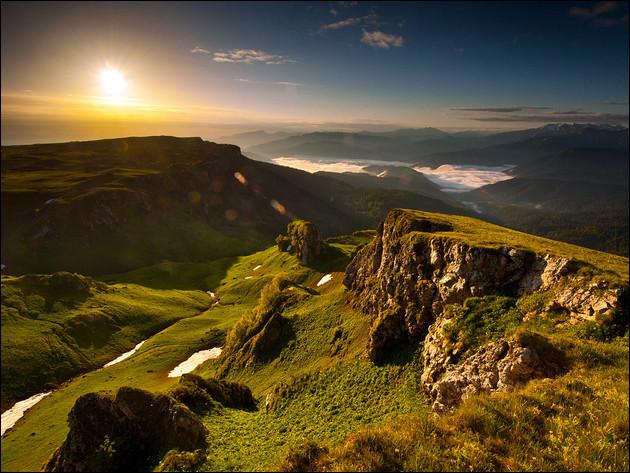 Région montagneuse enclavée, voici l'Adyguée. Dans quel pays devrez-vous vous rendre pour vous y promener ?