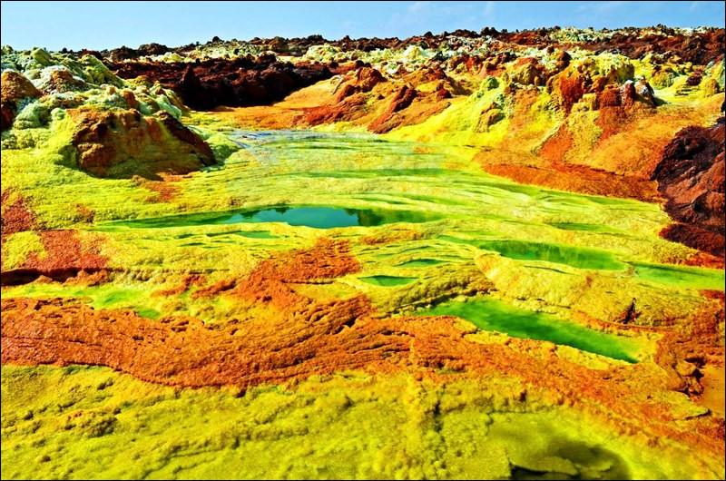 Pour terminer, nous voici dans l'Afar, région désertique parsemée de spectaculaires volcans. Si ça vous donne envie, direction...