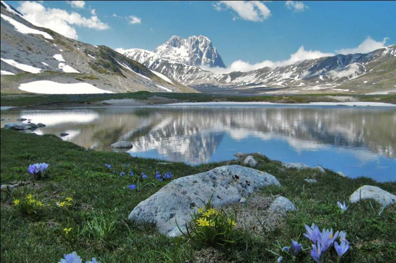 Entre mer et montagnes, nous voici dans les Abruzzes. Dans quel pays visiterez-vous cette région ?
