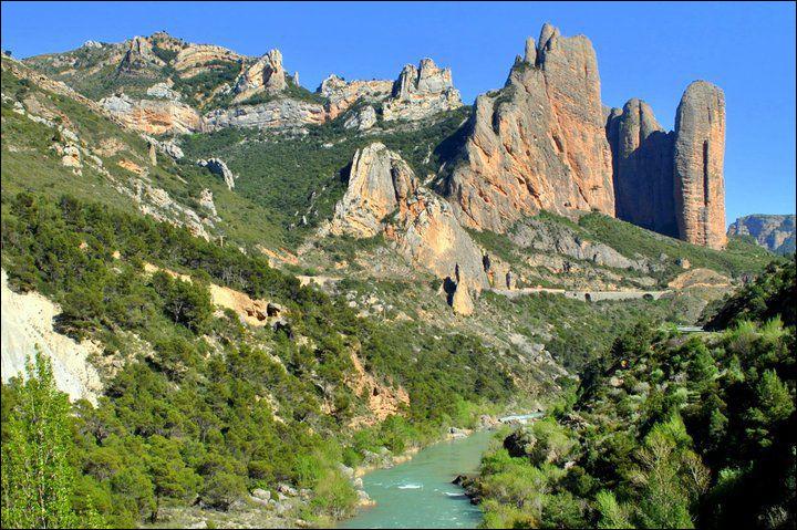 Où devrez-vous vous rendre pour profiter des paysages et des villes authentiques de l'Aragón ?