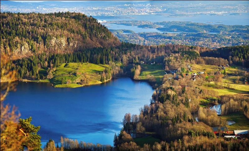 Nous voici en Scandinavie, dans le comté d'Akershus. Dans quel pays sommes-nous ?