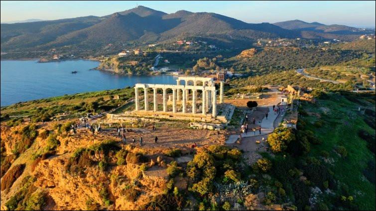 Entre richesses antiques et paysages enchanteurs de mer et de collines, où visiterez-vous l'Attique ?