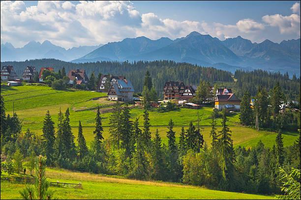La Bucovine est une charmante région de collines verdoyantes et de monastères peints partagée entre l'Ukraine et...