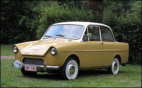Je trouve paradoxal qu'un constructeur de poids lourds ait produit des automobiles aussi petites que celle en illustration. Quel est son nom ?