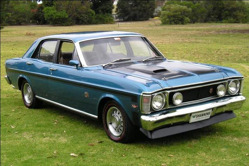 En 2021, l'Australie n'a plus son manufacturier automobile national. Pour faire hommage à Holden, nous allons nous intéresser à l'un de ses grands concurrents. Je vous présente un des modèles iconiques de ce concurrent. Quel est son nom ?