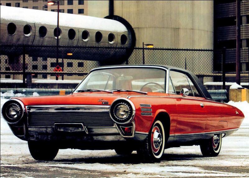 Dans les idées bien foireuses se trouve cette voiture propulsée par une turbine. Oui ! Oui ! Vous avez bien lu, une turbine comme sur un avion. Revenons à cette voiture. Quel est son nom ?