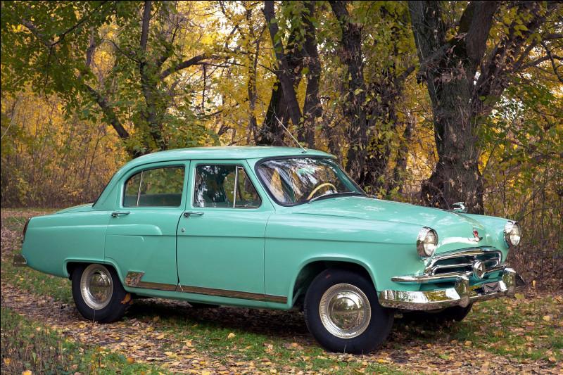 Je ne sais pas jusqu'où il faut aller pour rattraper un quelconque retard, mais avec cette voiture soviétique, je vois qu'il faut aussi s'inspirer de son ennemi. Quelle est cette voiture ?