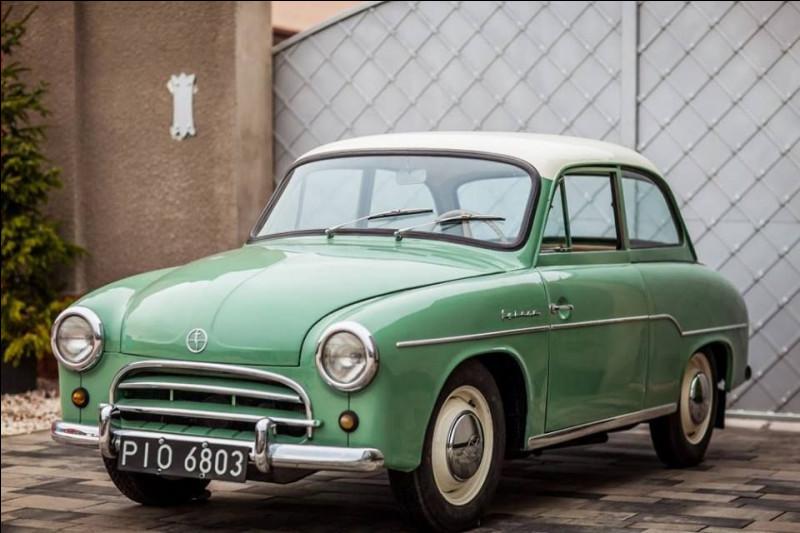 En Europe de l'Est, il est commun qu'un modèle traverse les décennies sans grandes évolutions majeures. Vous me demandez une preuve, la voici ! La voiture en illustration a été produite pendant 30 ans. Pouvez-vous me la nommer ?