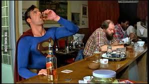 Dans le film Batman V Superman, suite à quoi Batman interrompt le passage à tabac du kryptonien ?