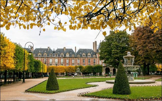Quelle est la plus vieille place de Paris ?