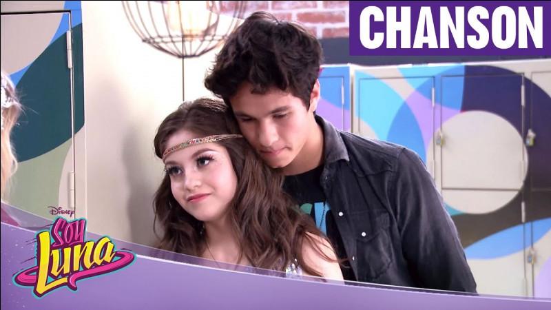 De qui Simón est-il amoureux dans la saison 1 ?