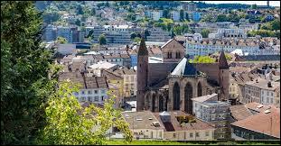 Dans quel département se situe la ville d'Épinal ?