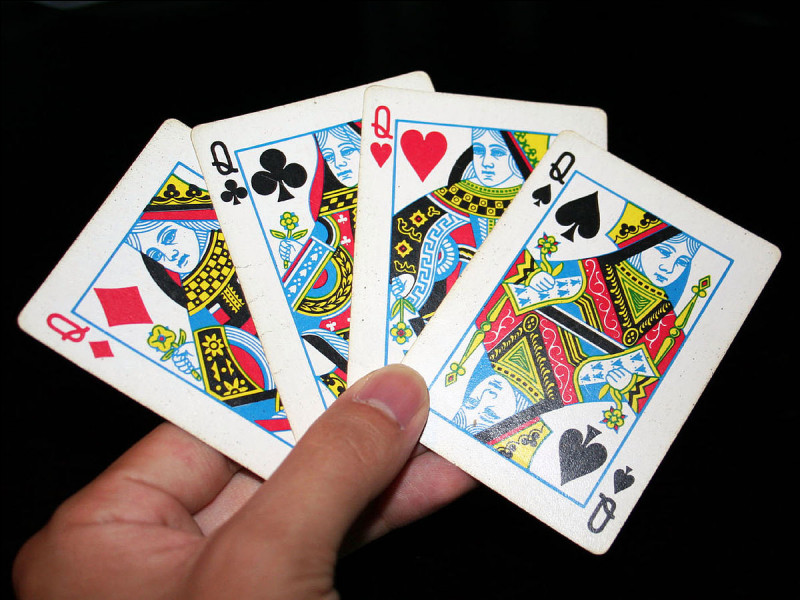 """Dans un jeu de cartes, quelle dame porte le nom d'Argine, anagramme de """"regina"""" qui signifie """"reine"""" en italien ?"""