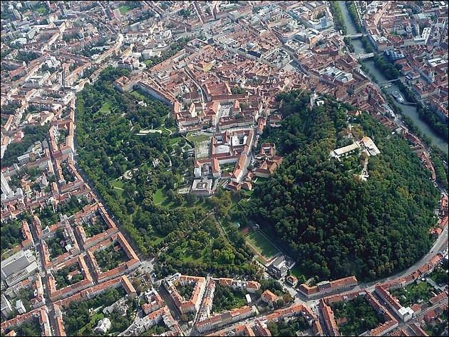 10e > Après la capitale, c'est la 2e ville d'Autriche*, avec un centre-ville mangé par une forêt à écureuils ! Apaisant et rassurant, non ?