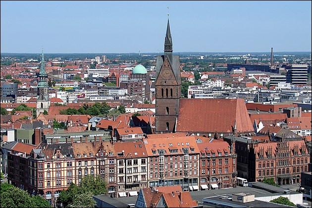 """3e > Comme il a fallu tout reconstruire, une fois cela fait, ça pousse au calme, je suppose... Ville de la Hanse (1368), où l'on a donc tout refait """"à nouveau""""."""