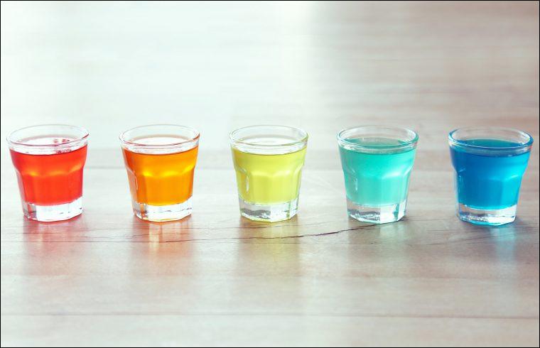 Dose d'un alcool fort, servie dans un petit verre et se buvant en une seule gorgée (au pluriel) :