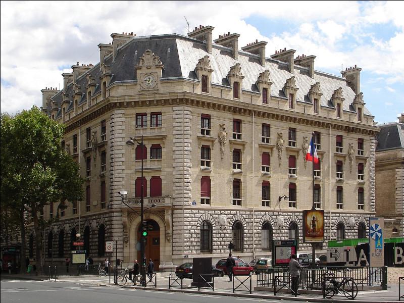 À Paris, quel est le siège de la Garde républicaine ?