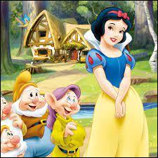 """Dans """"Blanche-Neige et les sept nains"""", à quel fruit empoisonné la princesse Blanche-Neige goûte-t-elle ?"""