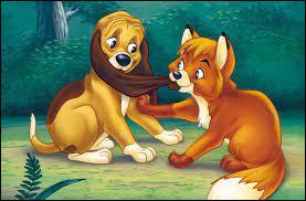 """Dans """"Rox et Rouky"""", qui veut abattre Rox mais finalement sera empêché par Rouky ?"""