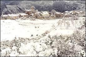 Voici une vue hivernale de Campoussy. Petit village Catalan de 38 habitants, il se trouve dans l'ex région ...