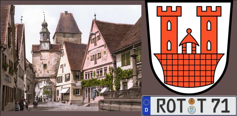 """La cité médiévale de """"ROT"""" [Retrouvez son nom !] faillit être rasée en octobre 1631 par les catholiques : leur chef, le Brabançon Jean t'Serclaes, comte de Tilly, lança un défi qui fut relevé et la sauva : lequel ?"""