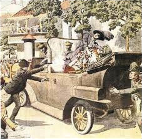 3 août 1914 : L'ambassadeur d'Allemagne remet au gouvernement français la déclaration de guerre de son pays. L'étincelle, c'est l'attentat de Sarajevo. Le 28 juin, un nationaliste serbe de Bosnie, assassine l'archiduc François-Ferdinand, héritier de l'Empire austro-hongrois et son épouse. Quel est le nom de cet assassin qui mettra le feu aux poudres et fera des millions de morts ?
