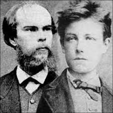 8 août 1873 : En Belgique, Paul Verlaine est condamné à de la prison pour avoir tiré deux coups de revolver sur son amant Arthur Rimbaud. Celui-ci blessé superficiellement avait pourtant retiré sa plainte, mais c'est surtout l'homosexualité du poète que le tribunal sanctionne. À combien d'années est-il condamné ?