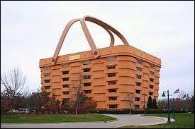 Dans quel pays trouve-t-on cet immeuble en forme de panier ?