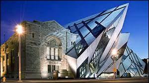 Quel est le nom de ce musée situé à Toronto, possédant une extension à l'architecture originale ?