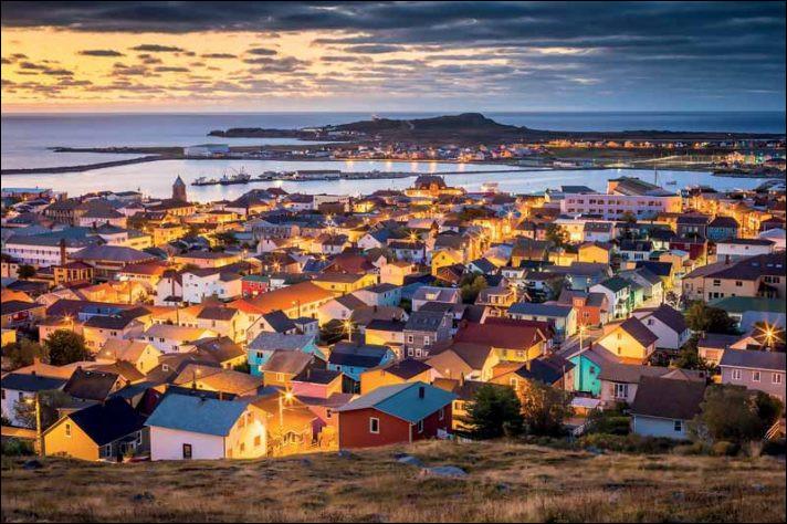 Où se trouve la collectivité française d'outre-mer de Saint-Pierre-et-Miquelon ?