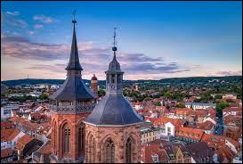 Bien sûr, ce n'est pas la Seine,Ce n'est pas le bois de Vincennes,Mais c'est bien joli tout de même,à Göttingen, à Göttingen.Dans quel pays se situe cette ville décrite par Barbara ?