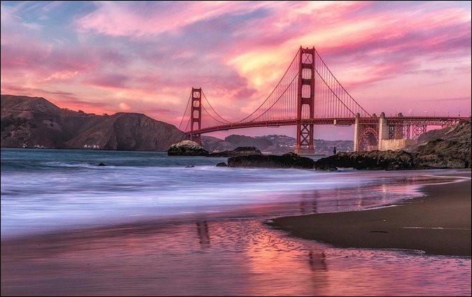 """Il nous chantait """"Quand San Fransisco s'embrume, quand San Fransisco s'allume..."""" :"""