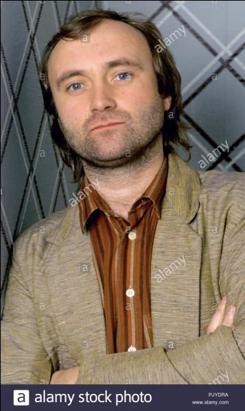 De quel groupe Phil Collins était-il le batteur ?