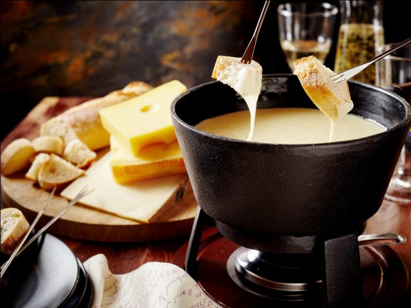 """La traditionnelle fondue """"moitié-moitié"""" est composée de 2 fromages différents, lesquels ?"""