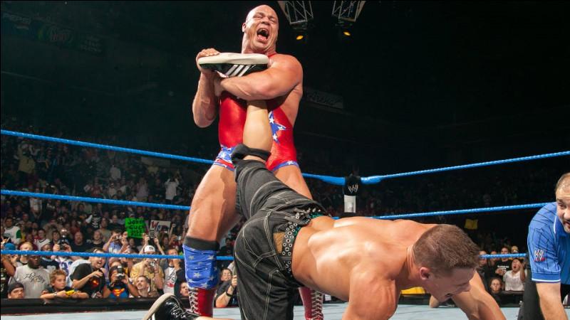 C'est bien connu, les gosses aiment bien reproduire ce qu'ils voient à la télé au sein de la cour de récré, et parmi les programmes, le catch bien sûr ! Dans ce match opposant Kurt Angle et John Cena, quelle prise est exécutée ici ?