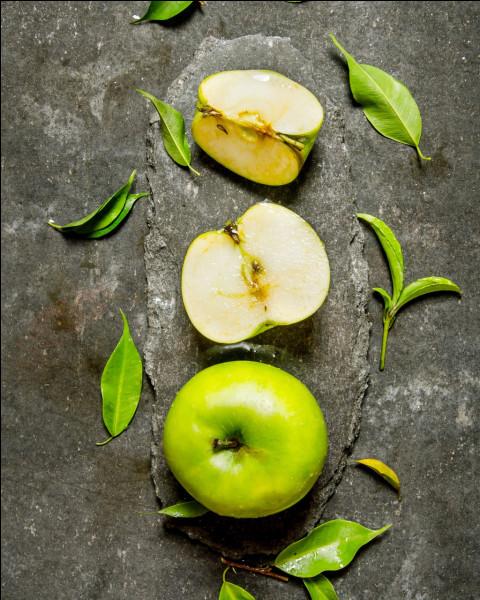 Dans les pommes, les loges sont les cavités qui renferment les pépins. Généralement, on en compte 5.