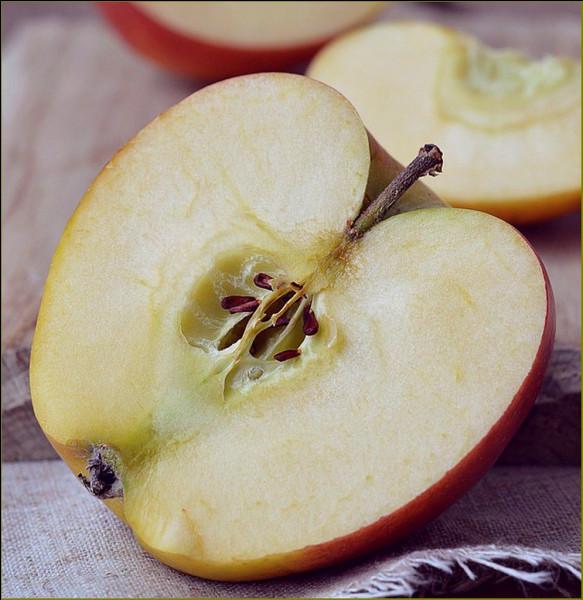Que contiennent les pépins des pommes ?