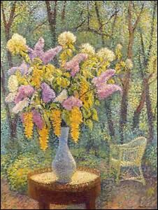 C'est son vase de fleurs sur une table :
