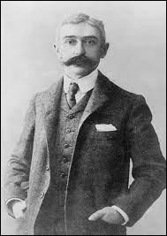 C'est le comte Pierre de Coubertin qui est à l'initiative de la reprise des JO, version moderne.