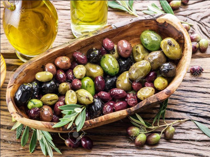 """Quelle est la couleur de l'olive de Nyons dite """"bure de moine"""" ?"""