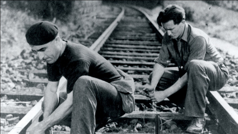 Quel film célèbre s'inspire de la résistance des cheminots français pendant la Seconde Guerre mondiale ?