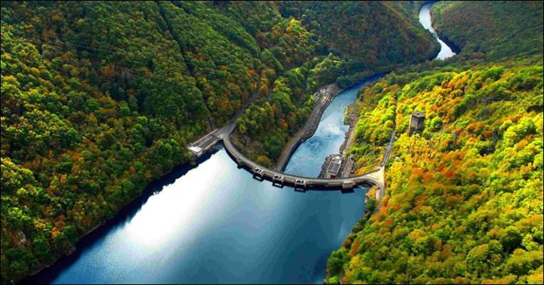 Sur quelle rivière sont édifiés les 5 barrages de Chastang, de Bort-les-Orgues, de Marèges, de l'Aigle et du Sablier ?
