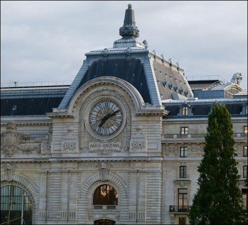 """Quel monument parisien porte sur sa façade l'inscription """"Paris-Orléans"""" ?"""