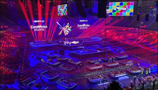 Un célèbre artiste a participé à l'Eurovision 2021. Retrouvez son nom.