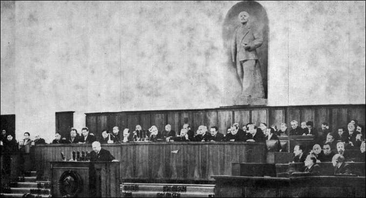 Parmi ces évènements, lequel ne découle pas du XXe congrès du Parti communiste soviétique de 1956 ?
