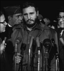 Qui prend le pouvoir à Cuba en 1959 et devient celui que ses adversaires surnomment le ''Líder Maximo'' ?