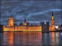 La reine d'Angleterre est officiellement la souveraine d'autres pays comme le Canada ou l'Australie, qui font tous partie du Commonnwealth ; combien celui-ci compte-t-il de pays ?